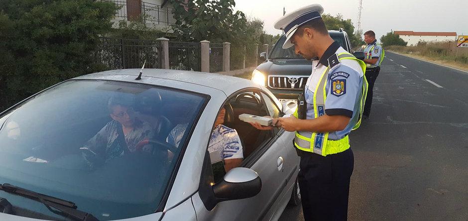 Cercetat de polițiști pentru conducere fără permis
