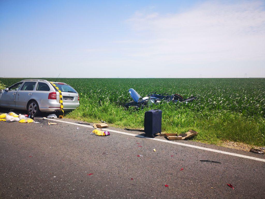 Accident rutier pe DN 21 în dreptul localității Ștefan Vodă. Trei mașini implicate, două persoane încarcerate