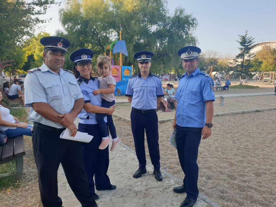 """CAMPANIA """"10 PENTRU SIGURANȚĂ"""" A AJUNS LA FINAL, DAR COLABORAREA ȘCOALĂ – POLIȚIE – FAMILIE CONTINUĂ"""