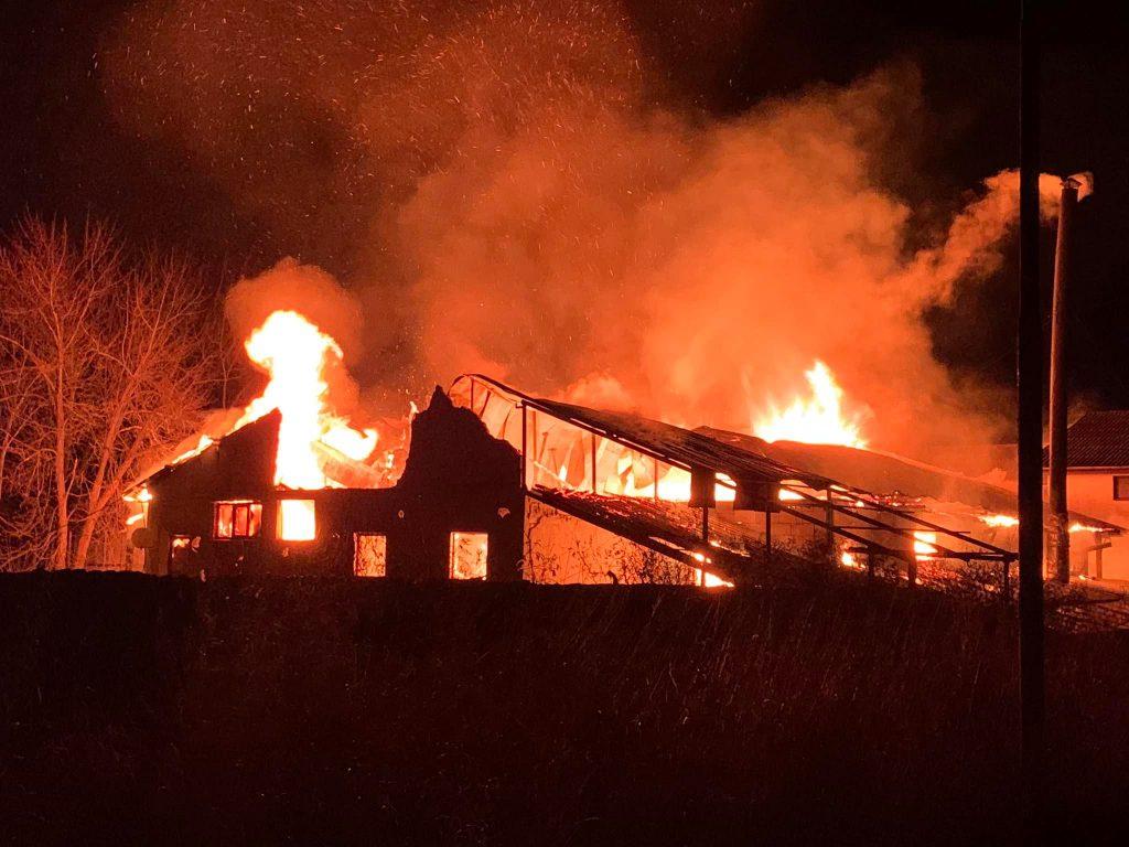 VIDEO. Incendiu devastator la complexul Pod 4